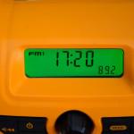 DeWALT DCR019 beleuchtetes Display, Uhranzeige